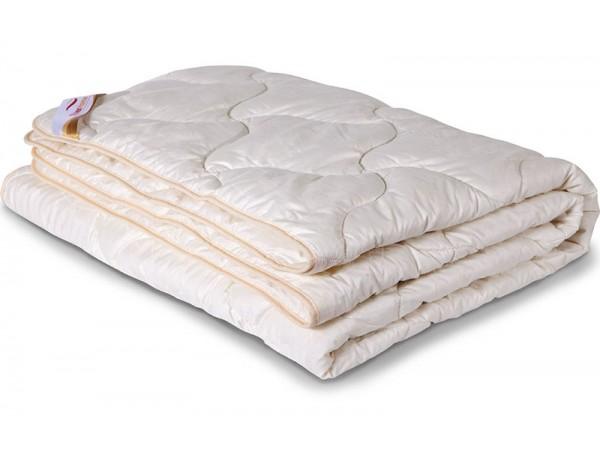 Одеяло стеганное всесезонное из шерсти Ангоры в сатине (300гр.)